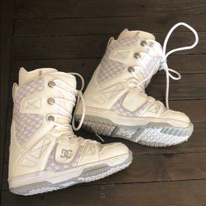 DC Women's Size 9 Snowboard Boots White